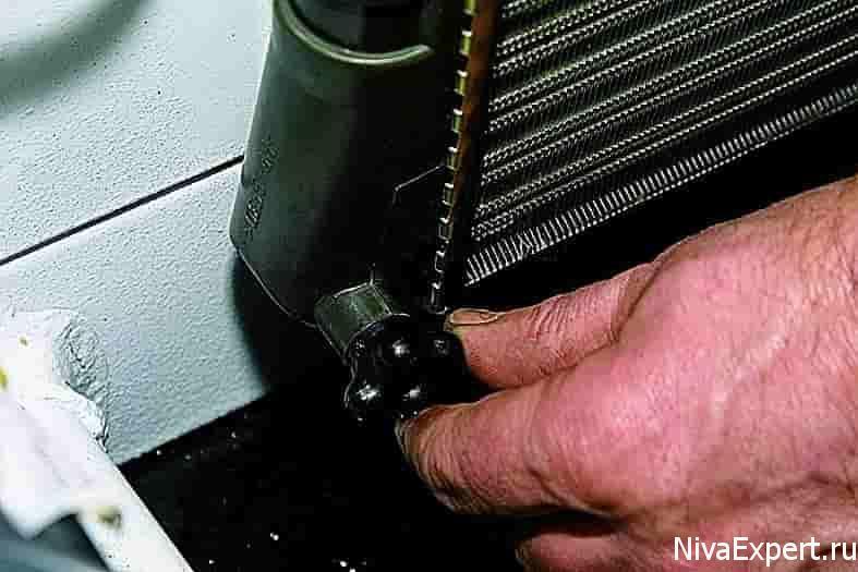 кран сивной для слива жидкости с радиатора 21214